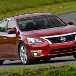 2013-nissan-altima-front-three-quarter-motion